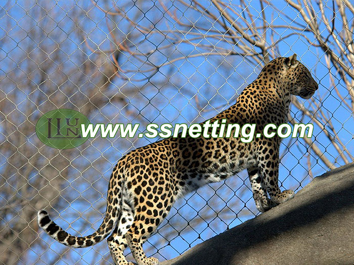 304 or 316 Flexible wire rope netting is ideal for leopard barrier mesh