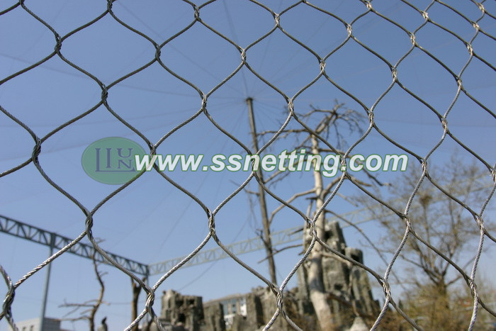Zoo mesh eagle aviary netting is ideally suited for use in the zoo or bird's eagle cage fencing